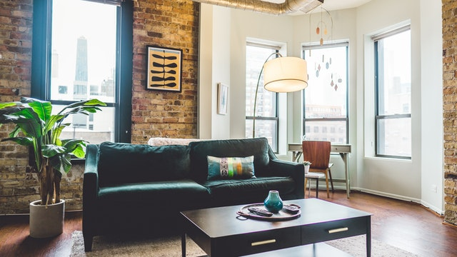 We all dream of having a luxury home, but most of us don't have the luxury budget to buy it. The good news is, with a few little changes here and there, you can create a high-end feel to your home without having to break the bank. Here are our top five things that will add instant luxury in your home.